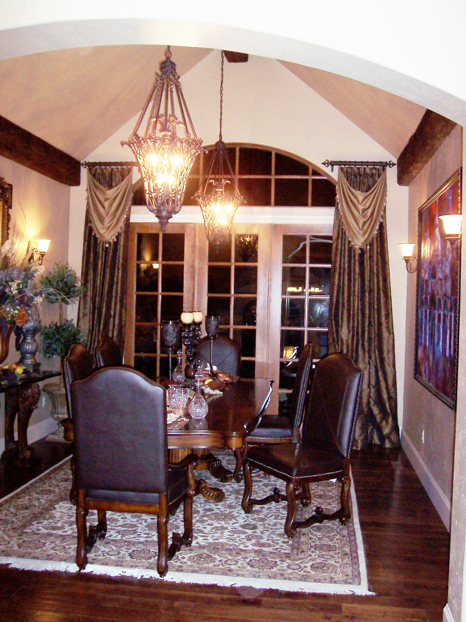 Dress up your dining room for delicious dinners devine for Dining room window treatments