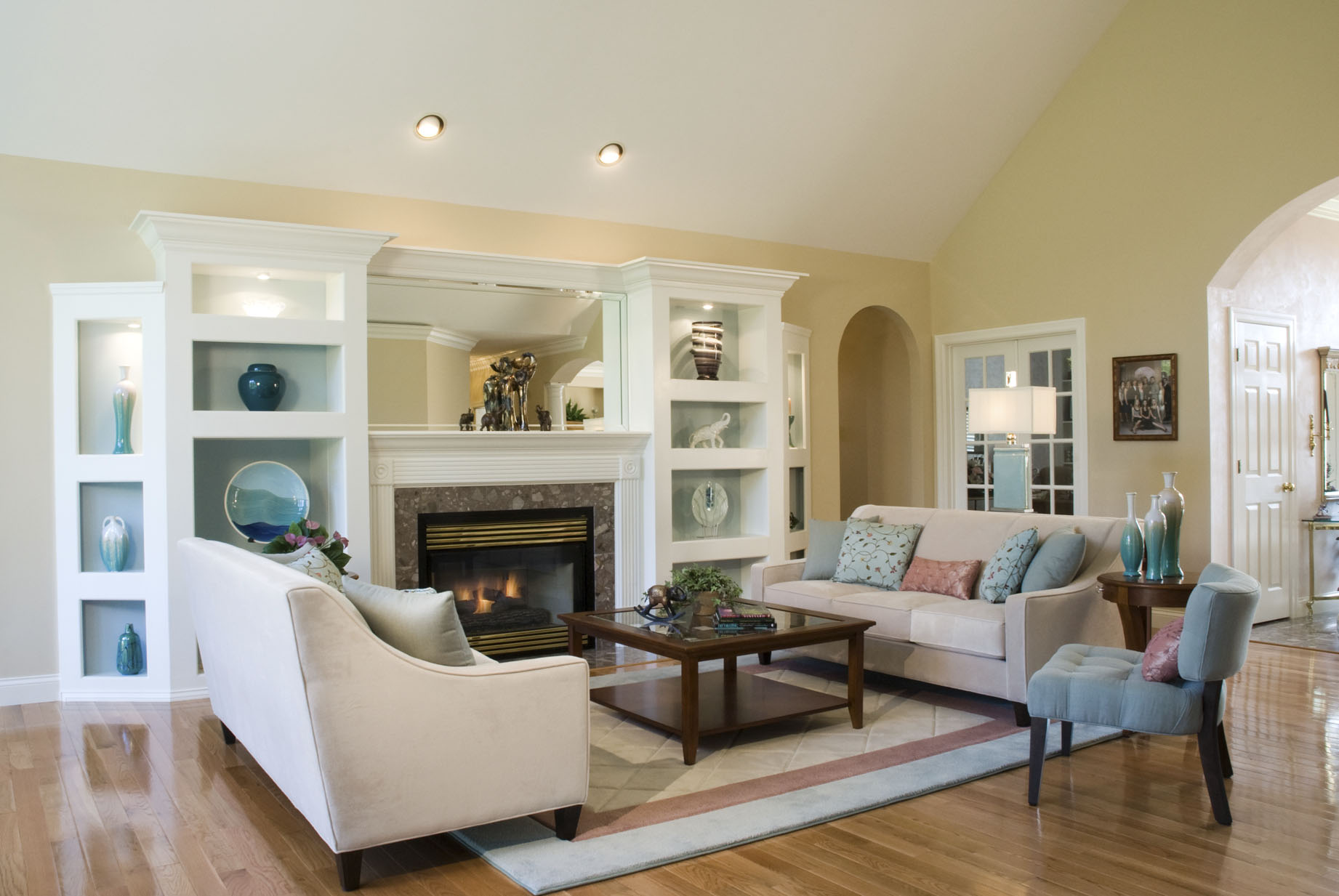 Choosing Wall Color For Small Rooms With Tall Ceilings