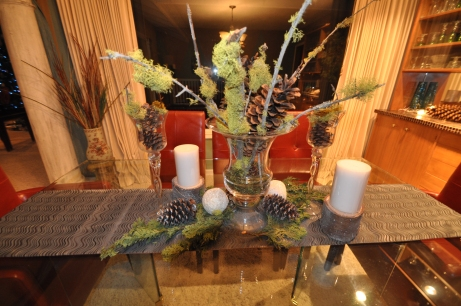 Natural elements in table centerpiece